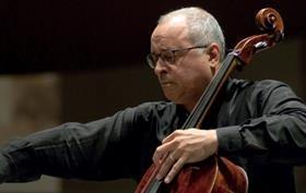 O Aντόνιο Μενέσες με την Κρατική Ορχήστρα Αθηνών